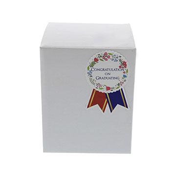 B.タテ型 白箱に英語のコサージュシールを貼った実例画像