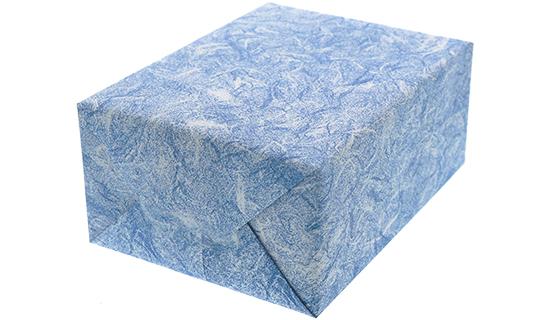 雲竜ブルー柄の包装紙でキャラメル包装した箱の画像