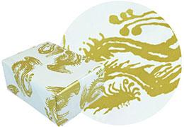 鳳凰柄の包装紙と包装した箱の画像