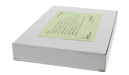白箱のサイズに合わせてカットしたメッセージカードの画像